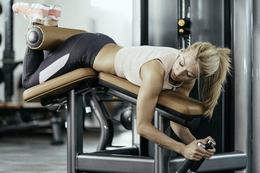 Сгибание ног в тренажере какие мышцы работают